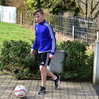 Luis Hagen entspannt beim Fussball